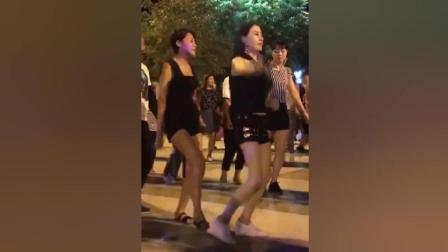 陕西特色广场舞, 美女跳得火辣辣