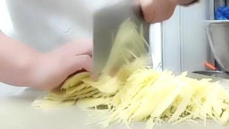 据说这是厨师的基本功, 闭眼切土豆丝, 这手速没谁了!