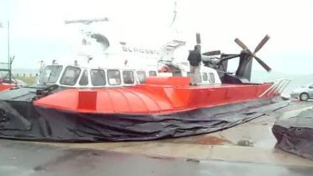 国外大型气垫船充气时的场景!