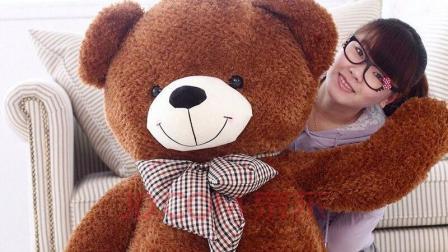 单身女孩为何要抱着狗熊玩具睡觉? 有什么秘密?
