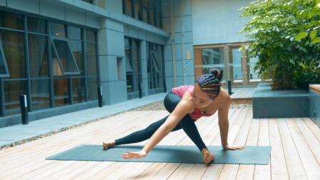 每天练习这简单几个产后瑜伽动作,重新激活骨盆活力,消除四肢脂肪