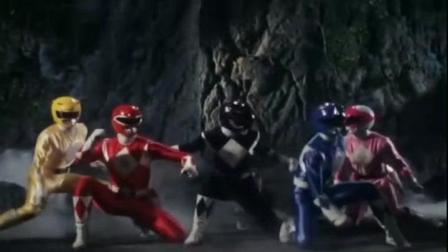 恐龙战队VS白衣女怪, 蓝衣战士被白衣女怪掐捏揉整!