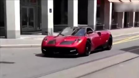 超级跑车帕加尼游走街头威风八面, 路人惊呆的表情亮了!