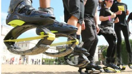给鞋按两个钢片,能跳一米高,和袋鼠较量