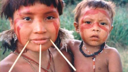 这个神秘原始部落的老大是个女人, 据说还是中国人的后代。