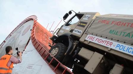 军用卡车界大佬展示产品逆天爬坡能力