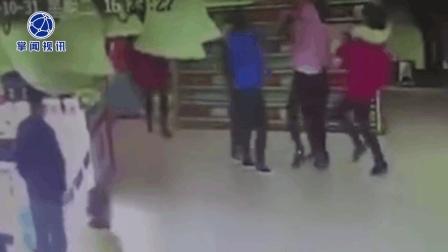 男子领小三逛超市被原配撞见 小三遭暴打仓皇而逃