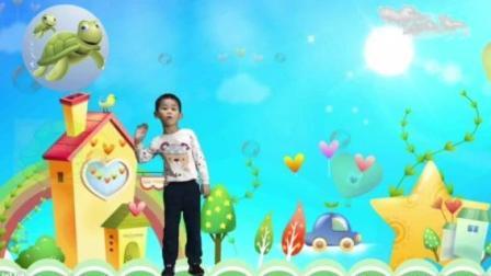 幼儿园大班宝宝Barny表演英语故事《We Are Friends 》后飞走了