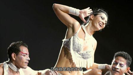 老外在中国当杂技演员,几十米高空练习跳跃上万次,一亮相全场尖叫