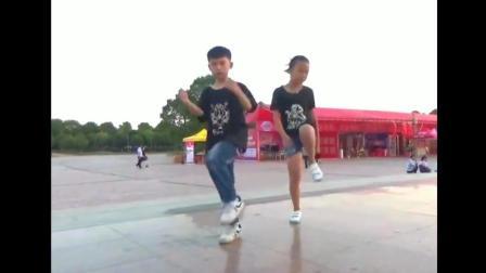 未来鬼步舞的武林盟主就是他俩了, 跳的真是太棒了!