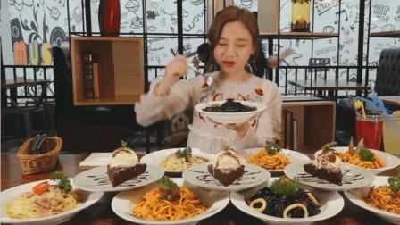 中国吃播密子君狂吃8碗意大利面, 吃完再来3块蛋糕当做甜点