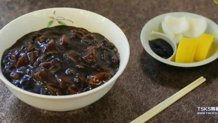 韩国明星主持人吃炸酱面 称炸酱面是韩国国民食物