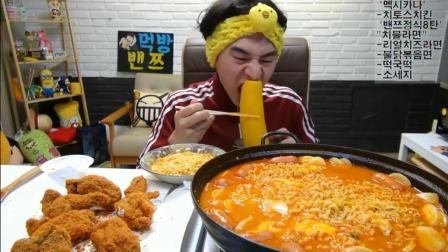 韩国大胃王奔驰哥, 吃一大盘鸡腿, 6包方便面, 香肠, 最后又吃了2碗拌饭才吃饱