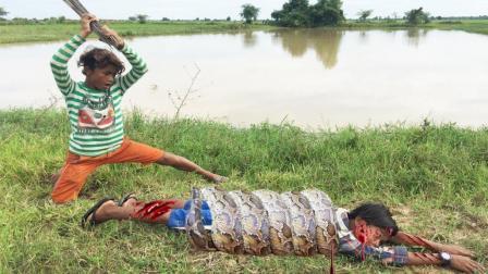 2个男孩野外钓鱼, 突然草丛里杀出1条凶猛的大蟒蛇, 结果悲剧了