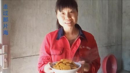 走过那片海下厨房: 炒南瓜的家常做法 放点大蒜叶真是香甜