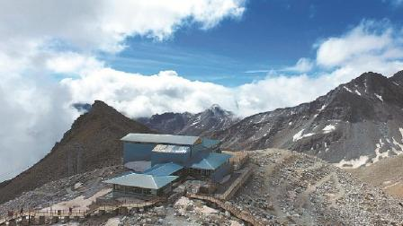 最孤独的咖啡馆: 海拔4860米 达古冰川之巅