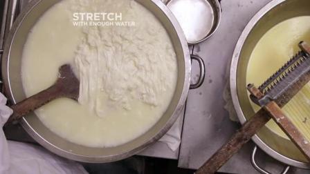 马苏里拉奶酪是这样制作的