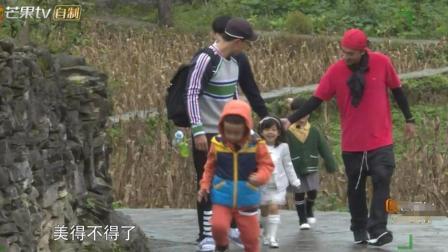 未播: 陈小春提醒小泡芙小心走路, 却在小小春背后推一把让快点走