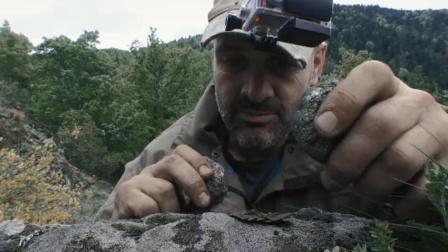 德哥的绝地求生, 真的佩服德哥, 捡2个石头就把火给生起来了