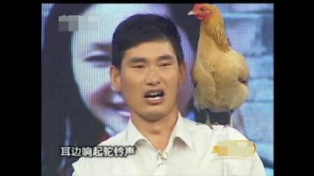 大衣哥把自己家的鸡、鹅都带到了中央电视台舞台上, 还给鹅做起了翻译
