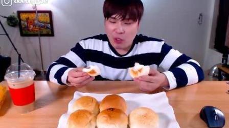 韩国大胃王: 吃播豪放派donkey弟弟点心时间吃6个香软的芝士蛋糕