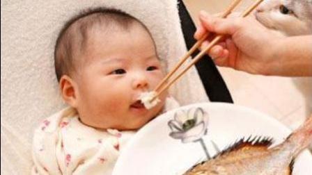小蛮一岁半的时候早餐粥的材料是小米、鸡肉、山药、百合