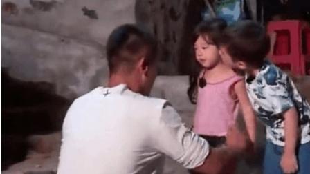 《爸爸去哪儿5》终于知道嗯哼为什么亲小泡芙了, 看视频就知道了, 原来都是杜江教的