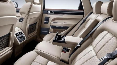 新款众泰T700国产性价比之王就是它! 比汉兰达大一圈, 11万就带电动吸合门
