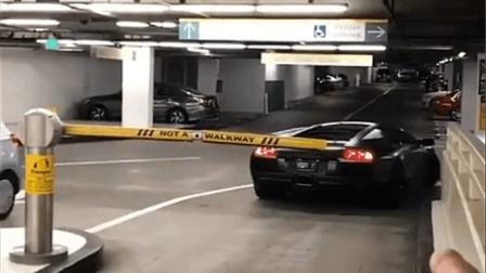 兰博基尼aventador进入停车场, 道闸都不用开