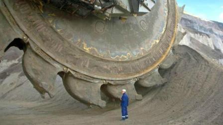 世界上最大的5种工程机械, 每天能挖240000吨, 分分钟铲平一座山