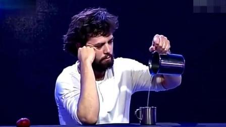 外国魔术师的台上表演, 这个魔术师有点低智商吗?
