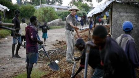中国人在非洲开荒! 收获粮食的黑人笑得合不拢嘴