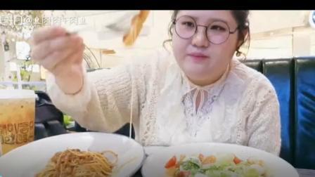 吃货豆豆;大胃王肉姐吃意面 披萨 沙拉, 这膀子胖的都有我两手粗了!