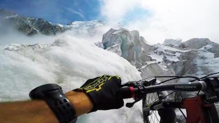 山地车大神独闯阿尔卑斯 跨冰川过雪沟速降俯冲下山