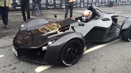 能合法上路的F1赛车 BAC Mono超跑街头秀漂移引来围观