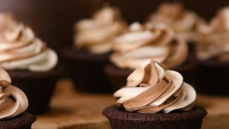 甜甜的花生巧克力冰淇淋,高颜值又美味小甜品,你也可以拥有哦~