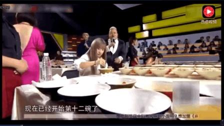 全球五位大胃王比吃面, 中国小美女17碗面条完爆其他四位大汉, 吓懵曾志伟!