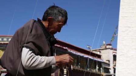 西藏人文风情拉萨大昭寺磕长头朝拜叩拜实拍特写镜头