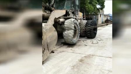 铲车换轮胎, 不用这种方法真拿它不下来