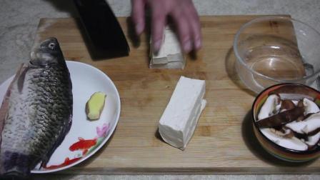 教你一道鲫鱼汤的家常做法, 味道鲜美, 自己就可以喝一大碗