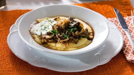 俄式炒牛肉片盖浇奶油玉米粥, 咸香微酸, 奶香浓郁