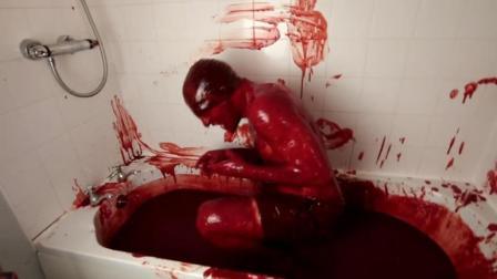 美国男子用1280瓶辣椒酱泡澡 表情十分痛苦恐怖!