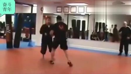中国太极爱好者到国外拳馆踢馆 以小博大以柔克刚打得对手卧地不起!