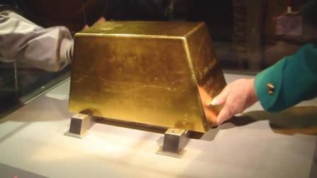 50公斤的金砖, 价值1700万元, 能拿起25秒就归你, 要试试吗?