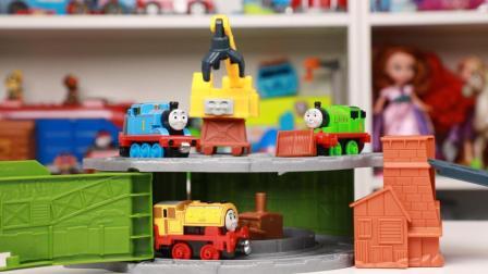 托马斯和他的朋友们玩具 第一季 小火车报废厂清理轨道便携盒玩具分享