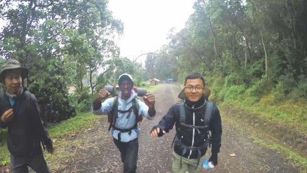徒步非洲乞力马扎罗 开始艰难第一天 995