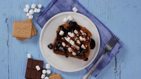 内含巧克力棉花糖的法式饼干粉烤面包片