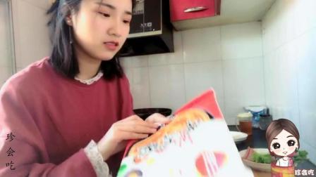 """妹子试吃亲手做的""""手抓饼"""", 简单又美味, 一口气就吃了2个!"""