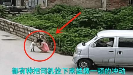 眼睁睁看着孩子被撞, 父亲上去就打, 估计杀了司机的心都有了!