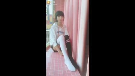 腿控福利, 快看看, 喜欢美少女穿白丝, 还是黑丝啊?